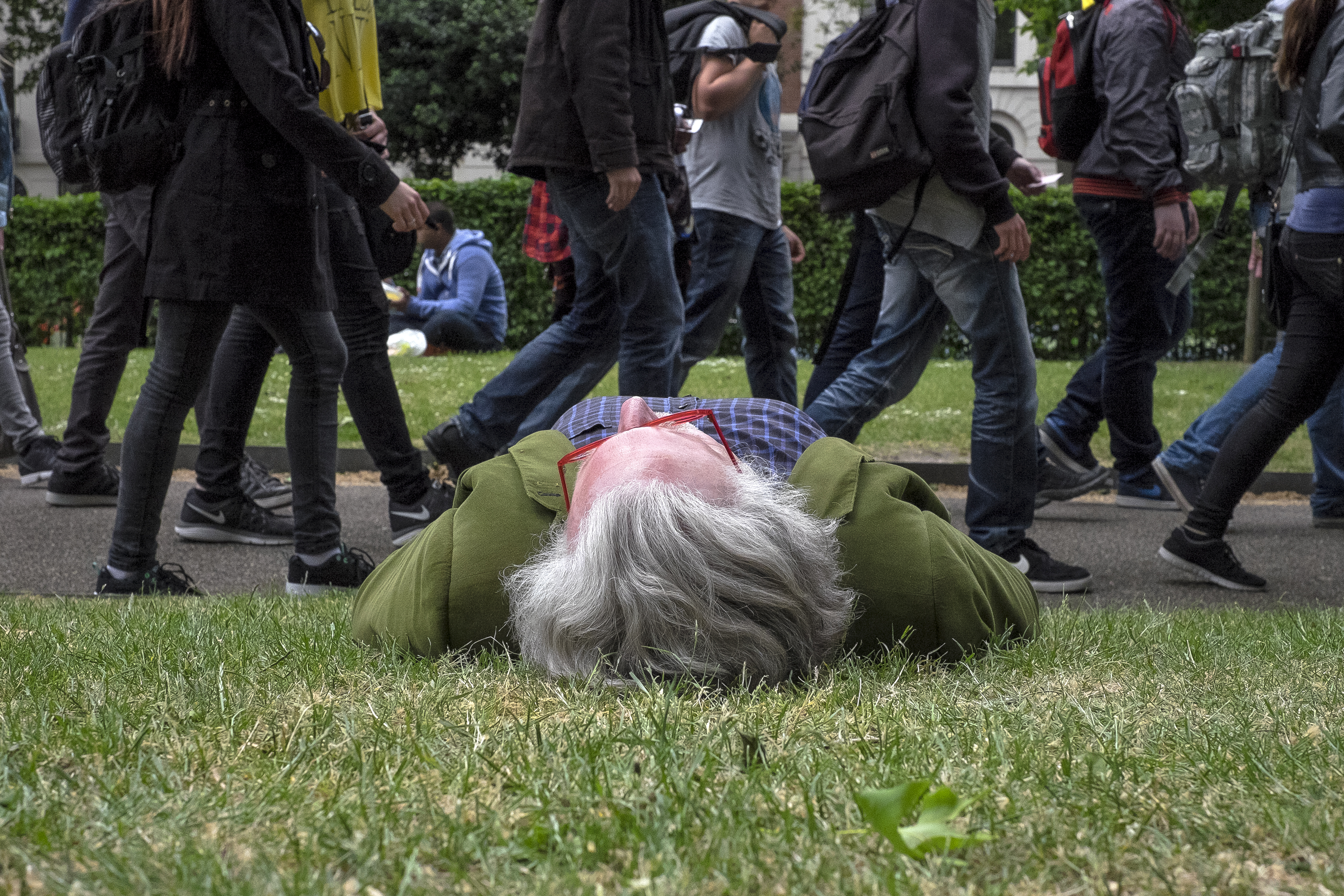 ASLEEP IN THE PARK. Bloomsbury Square Gardens, London 2015