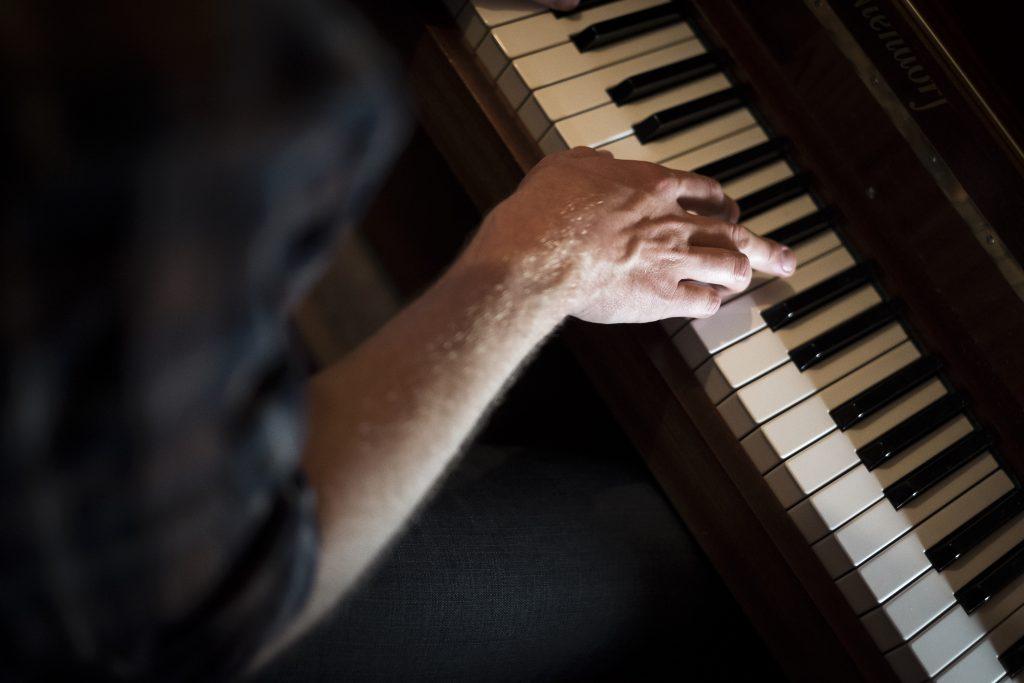 James piano hand